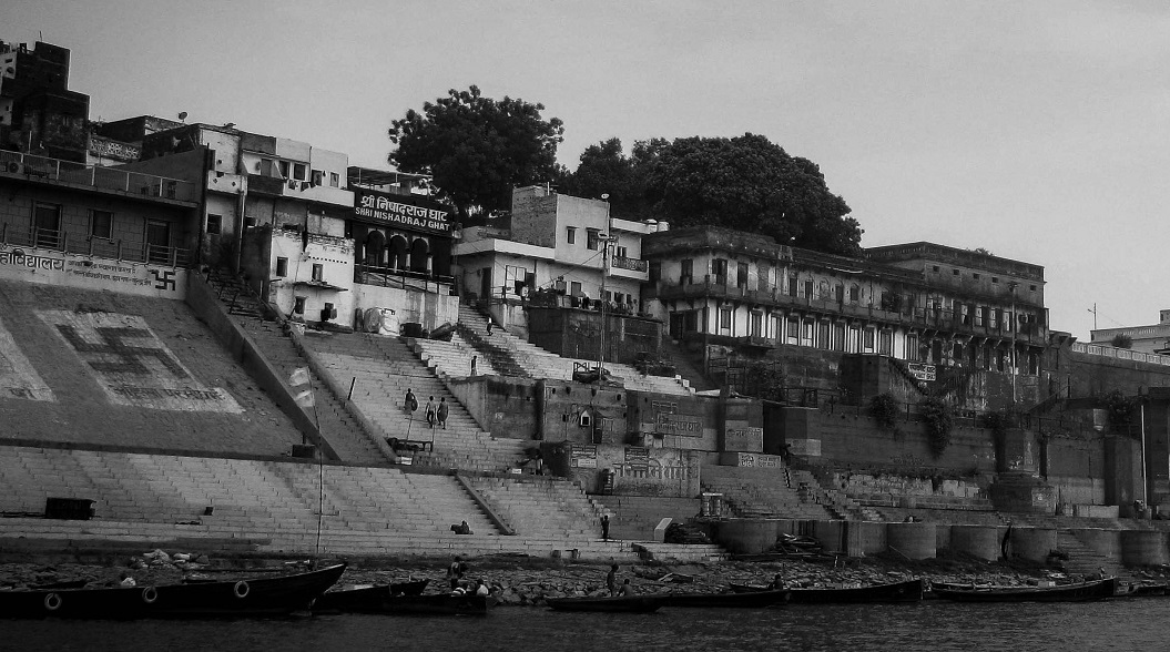 Black and white picture of Ganga Ghat